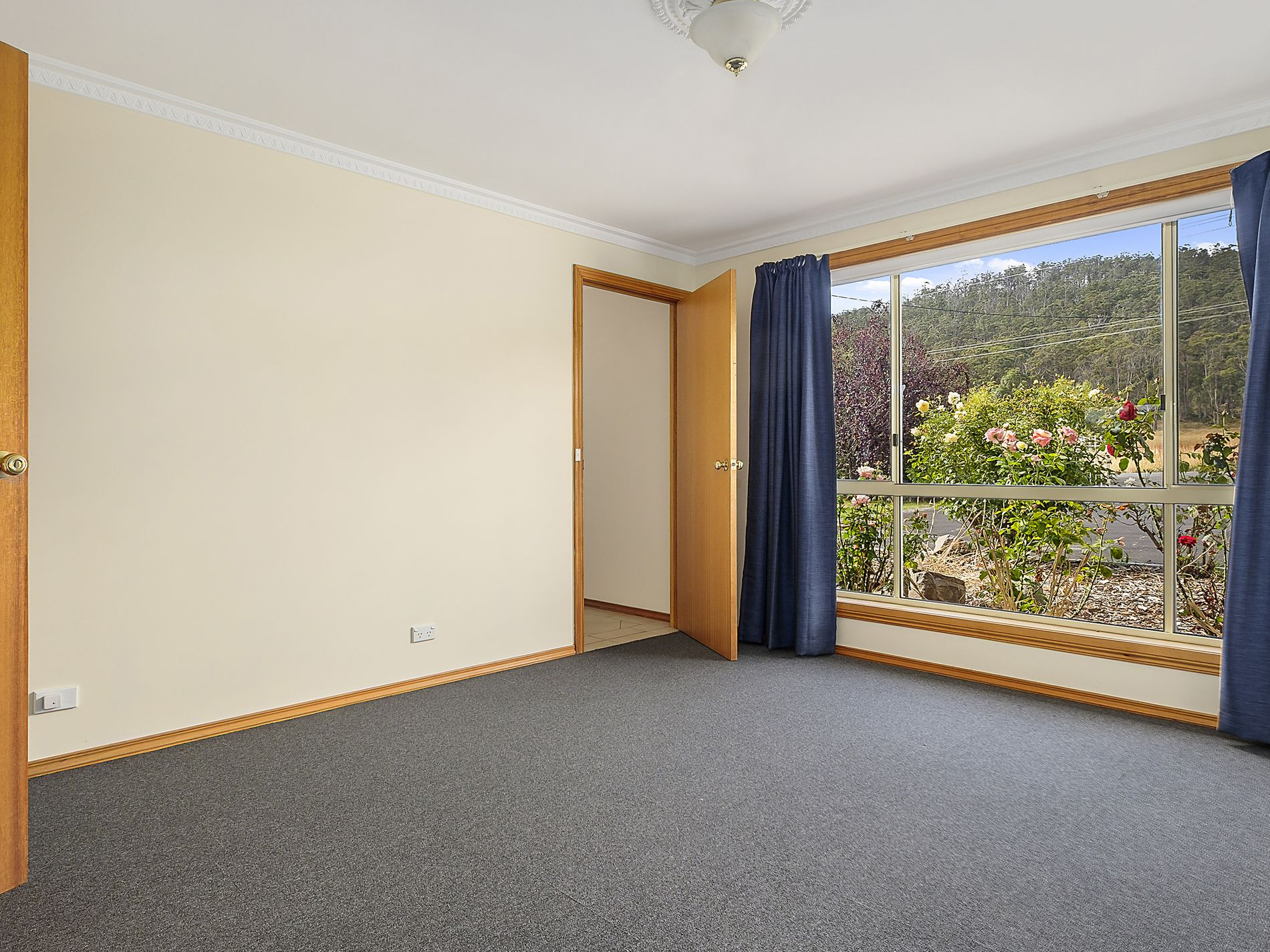 6687 Channel Highway, Deep Bay