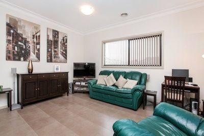 2 / 13 Walters Avenue, Airport West