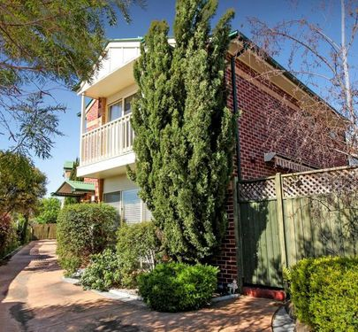 1 / 27 Warrs Road, Maribyrnong