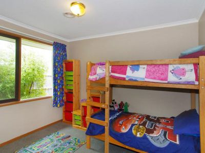 5 Coombe Court, Leopold