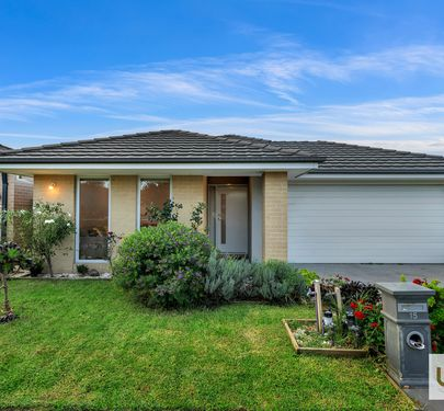 15 Scullin Street, Cranbourne East