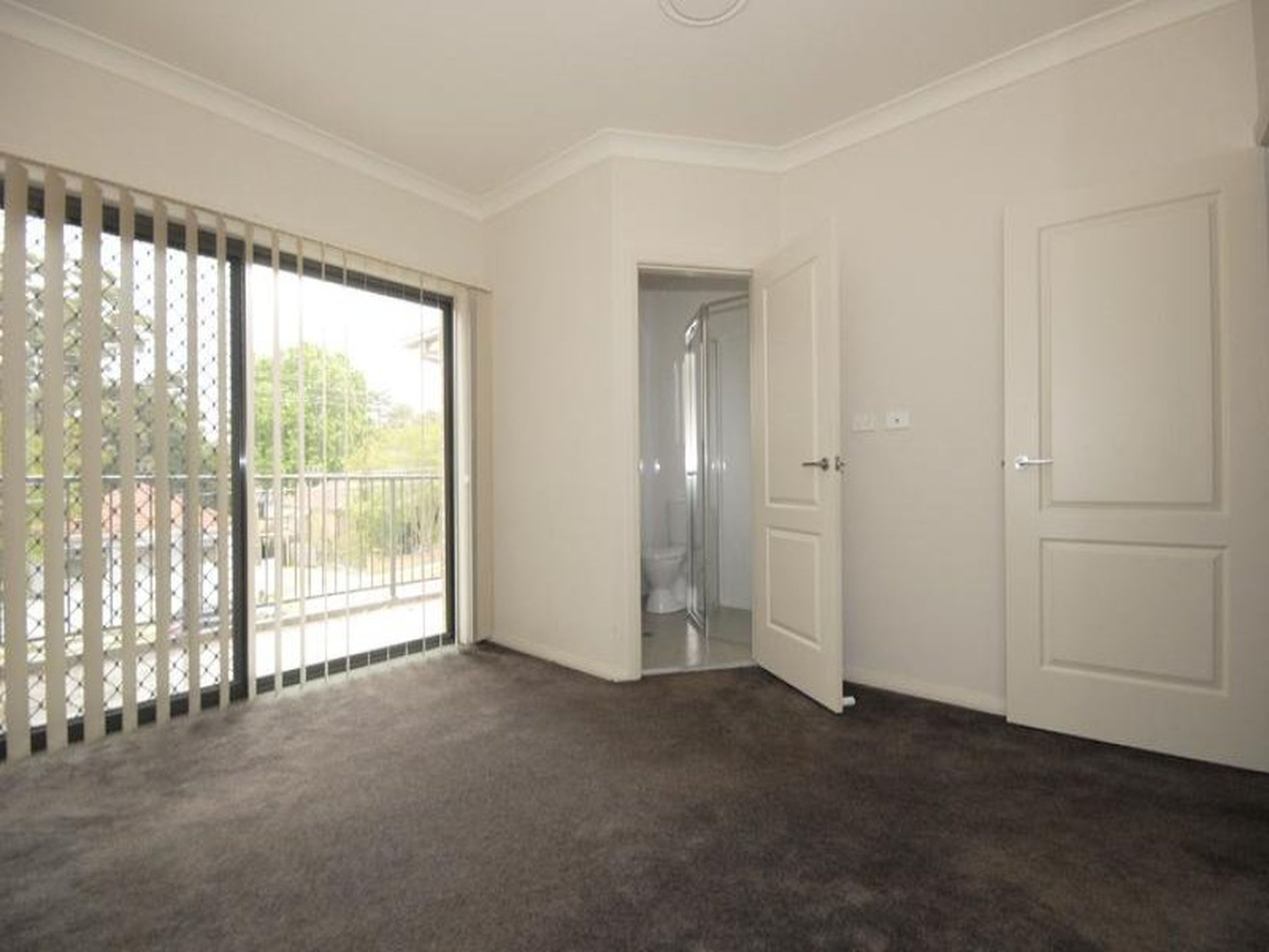2 / 115 Carlingford Road, Epping