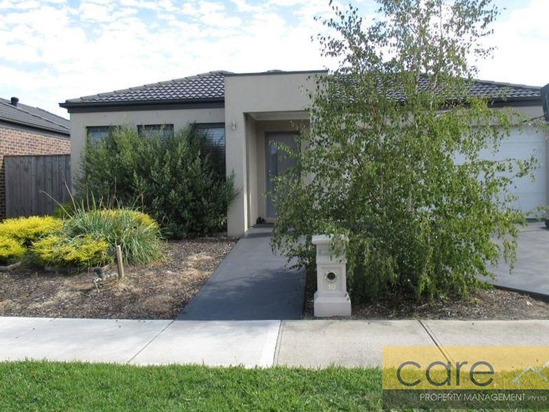 10 Damper Way, Lynbrook