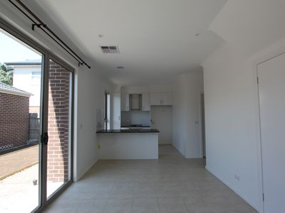 1 / 82 Couch Street, Sunshine