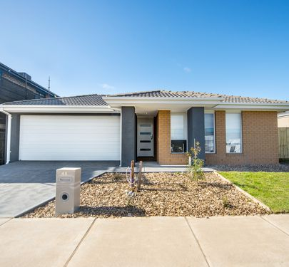 45 Harlem Circuit, Point Cook