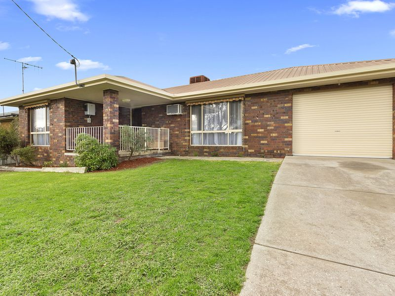 2 AVENEL ROAD, Seymour
