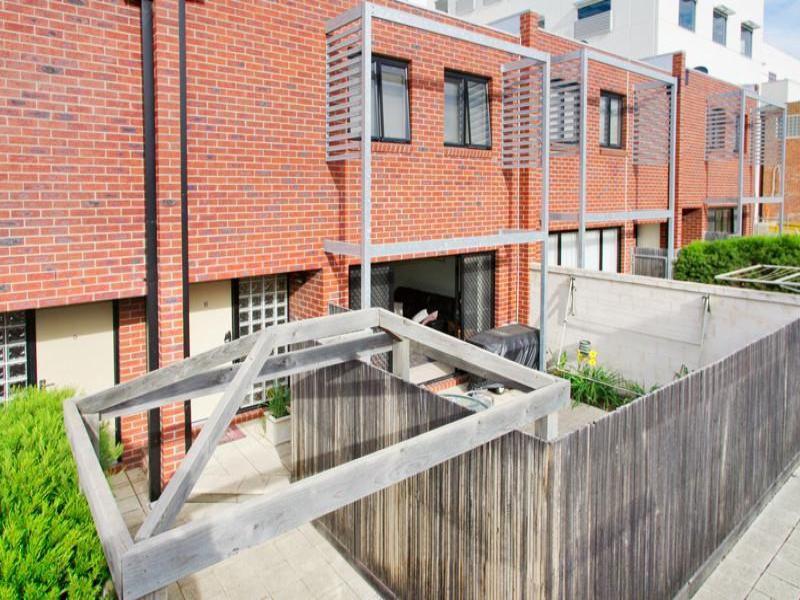 6 / 242 Ryrie Street, Geelong