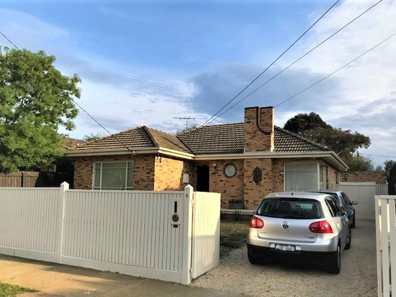 8 Clarence Street, Bentleigh East