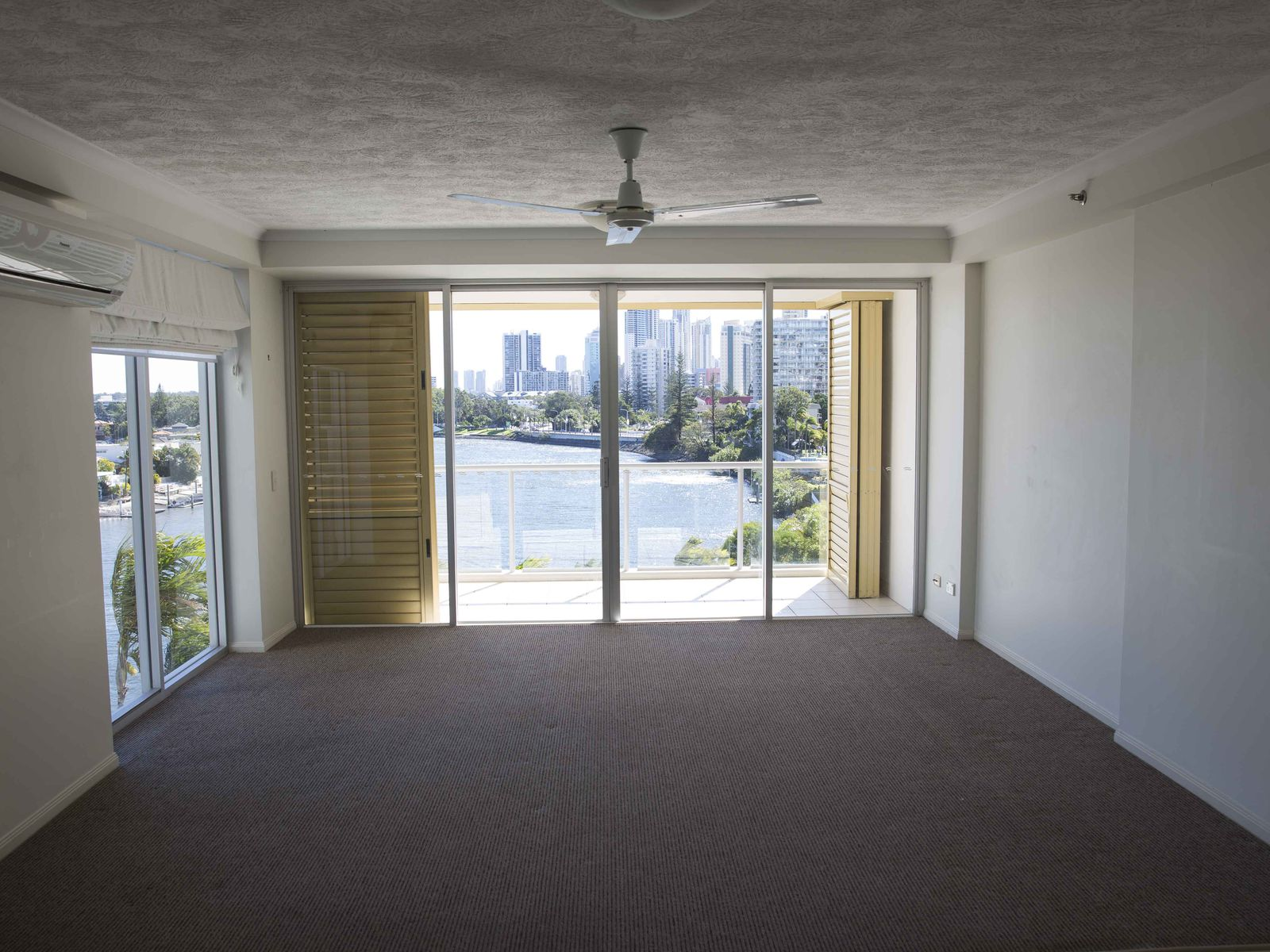 24 / 2894 -2910 The Pinnacle Gold Coast Highway  , Surfers Paradise