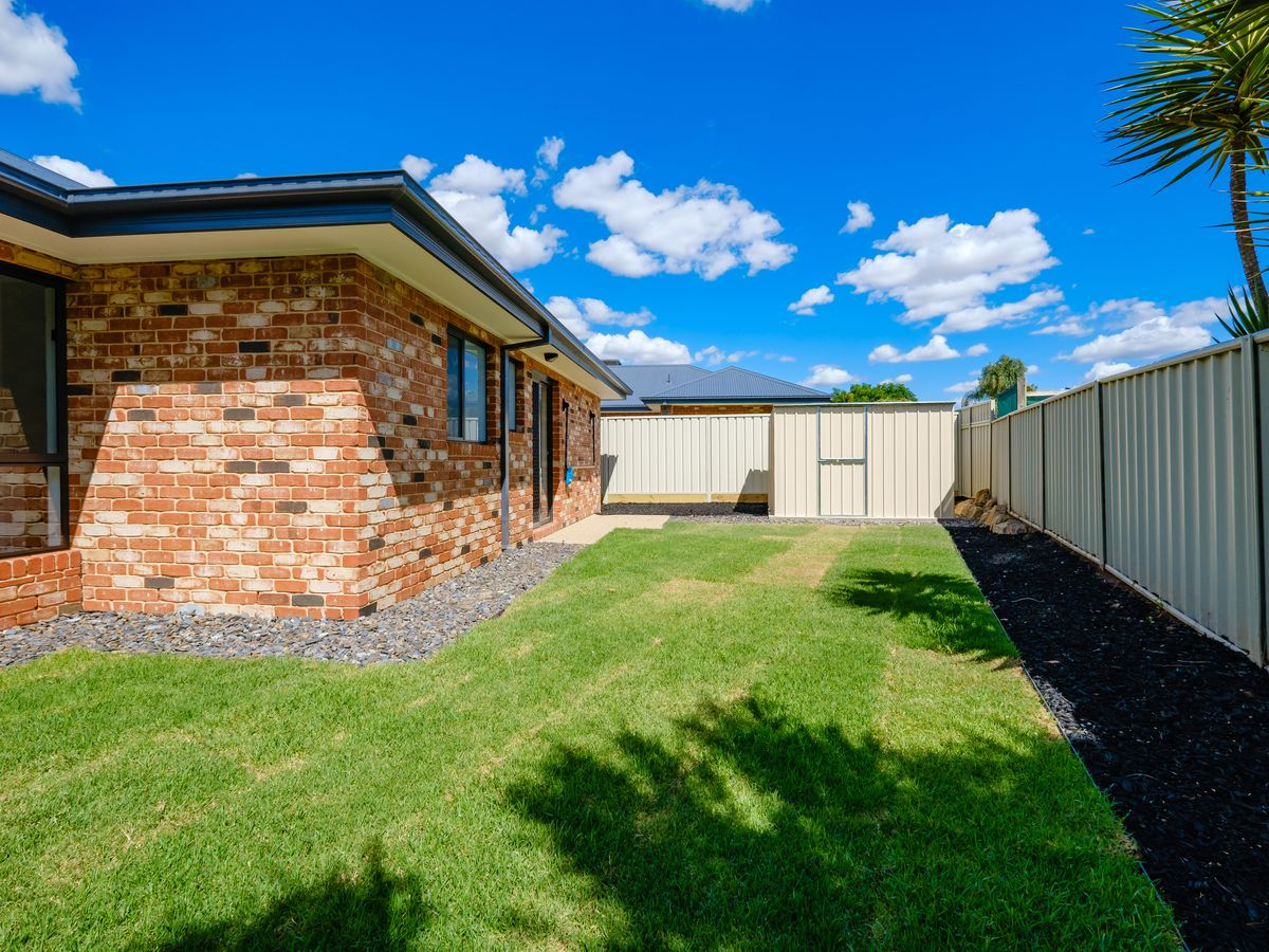 1 / 1 CASTLE CREEK ROAD , Wodonga