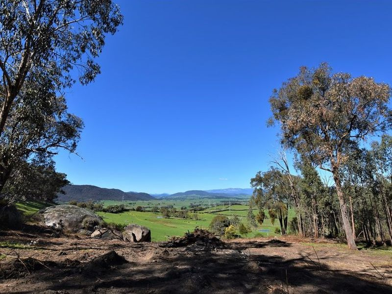 2172 MYRTLEFORD-YACKANDANDAH ROAD, Bruarong