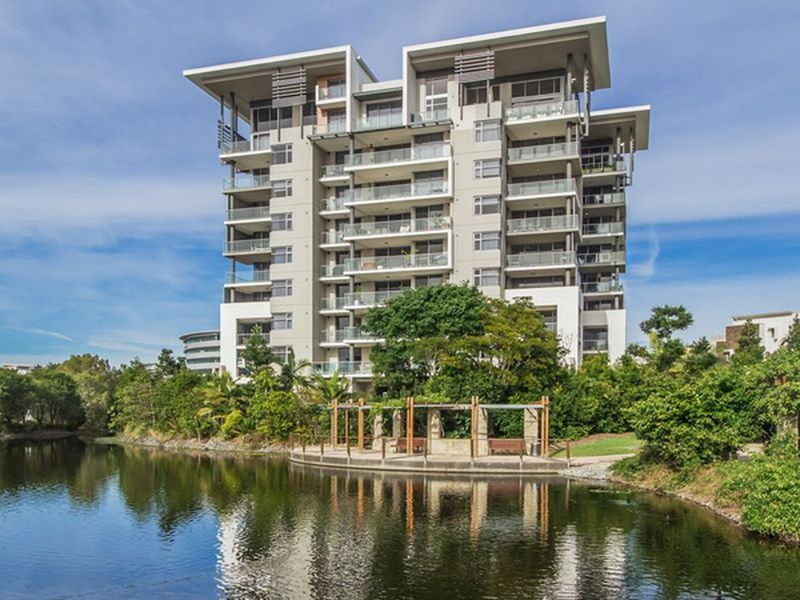 R1 / 38 Riverwalk Avenue, Robina