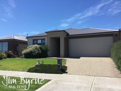 42 Wheelers Park Drive, Cranbourne North