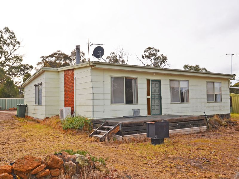 329 Red Hill Road, Deep Lead