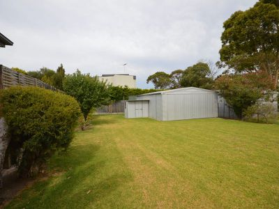 28 Foothills Avenue, Mccrae
