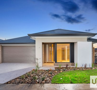 8  Savage Way, Clyde North