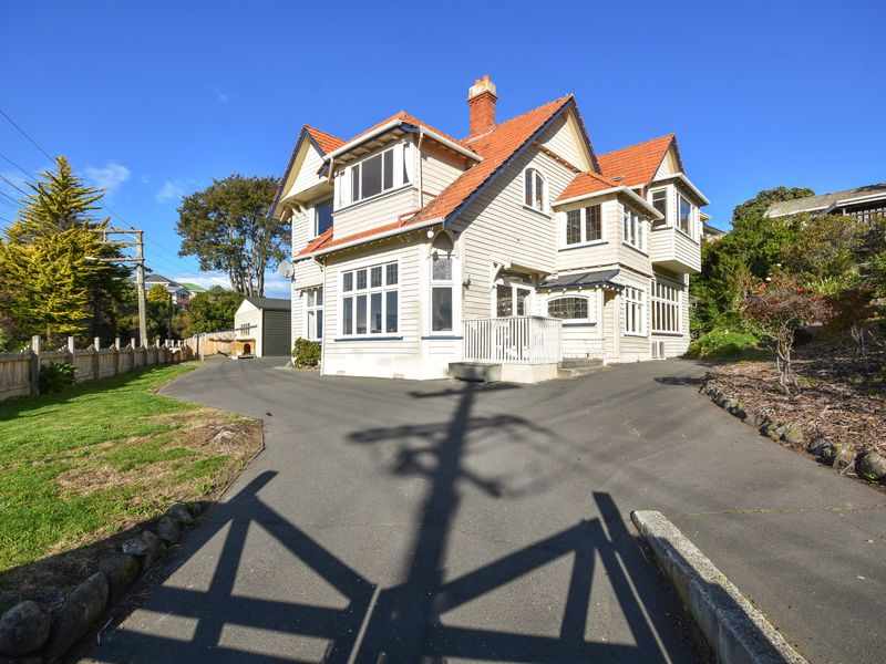 70 Easther Crescent, Kew