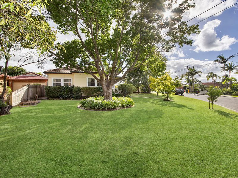 2 Beaumaris Crescent, Mortdale