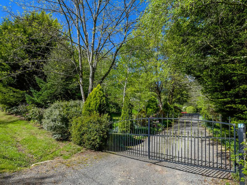 16 Coggers Lane, Mount Macedon