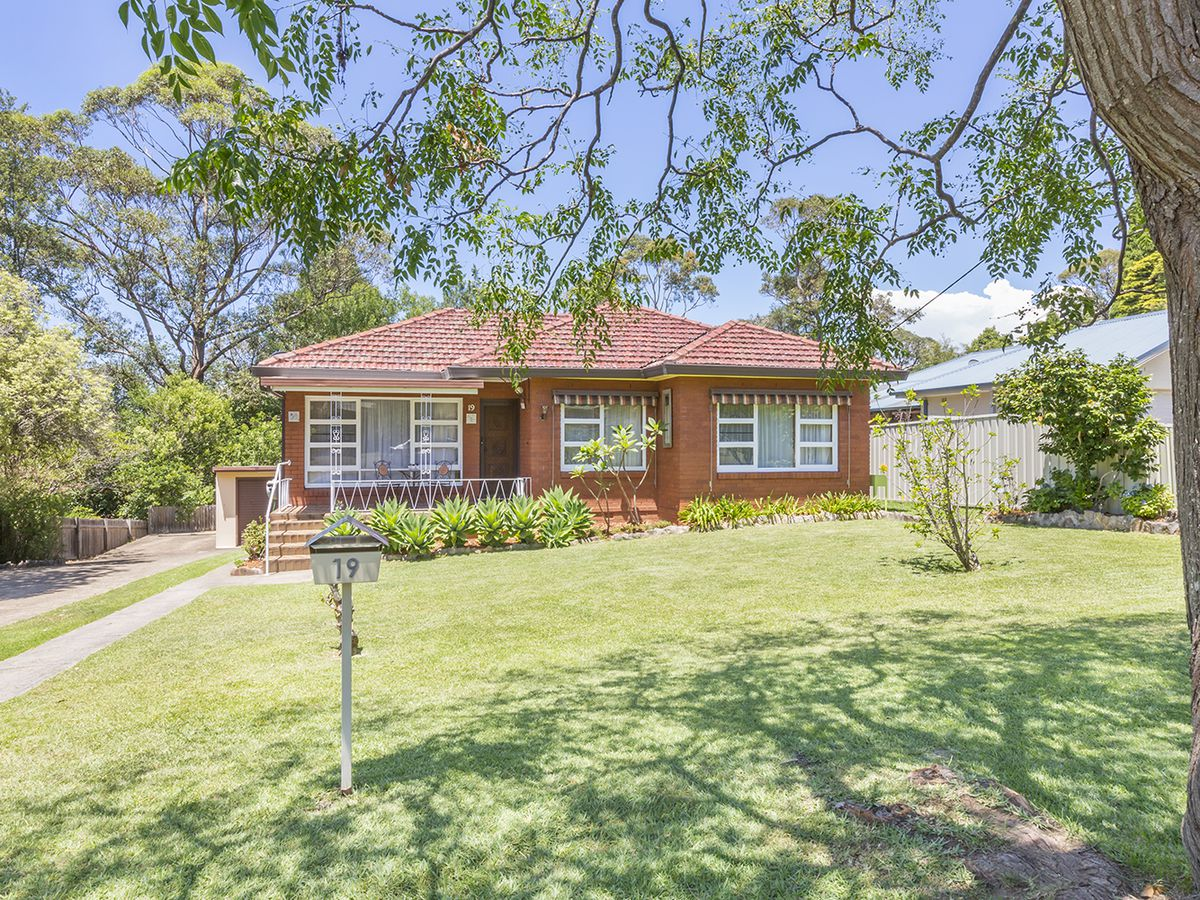 19 Chaseling Avenue , Springwood