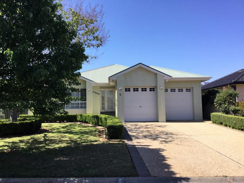 5 Nelson Drive, Griffith