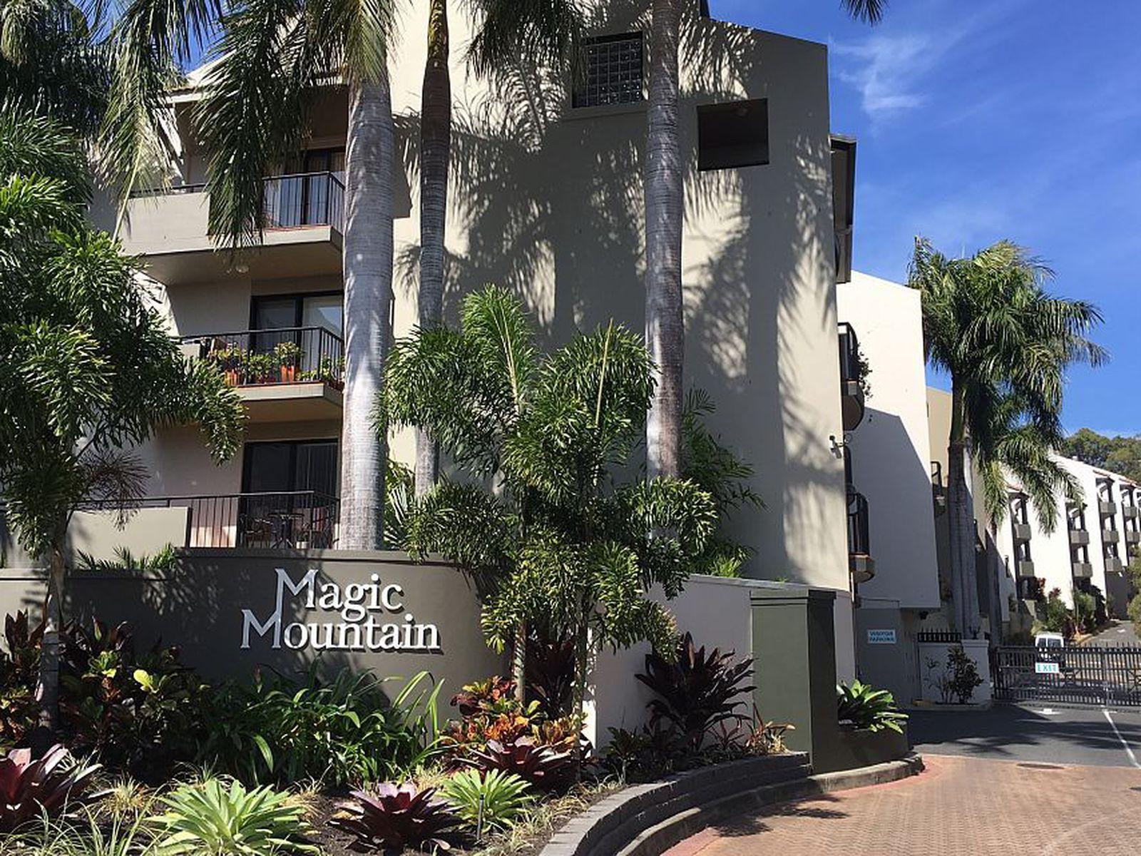 1 Great Hall Drive, Miami