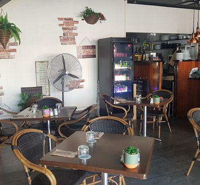 Cafe /Estaraunt/Licensed