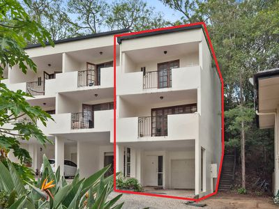 8 / 74 Sir Fred Schonell Drive, St Lucia