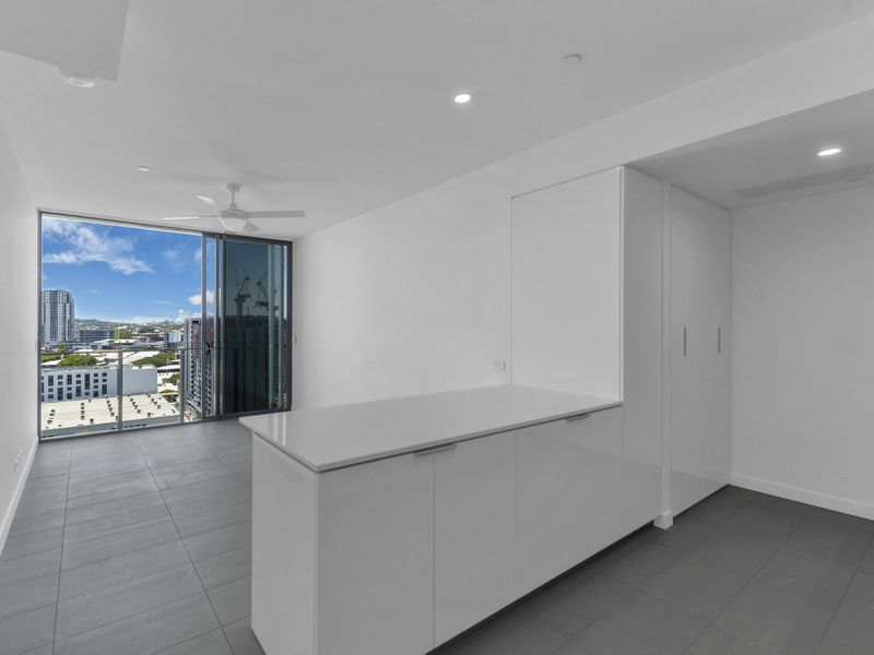 902 / 10 Trinity Street, Fortitude Valley