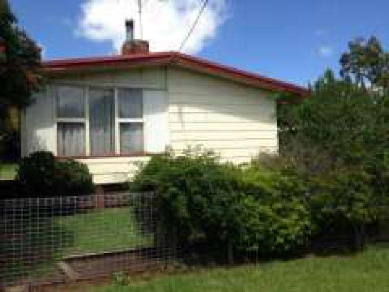 8 Hughes Street, South Toowoomba