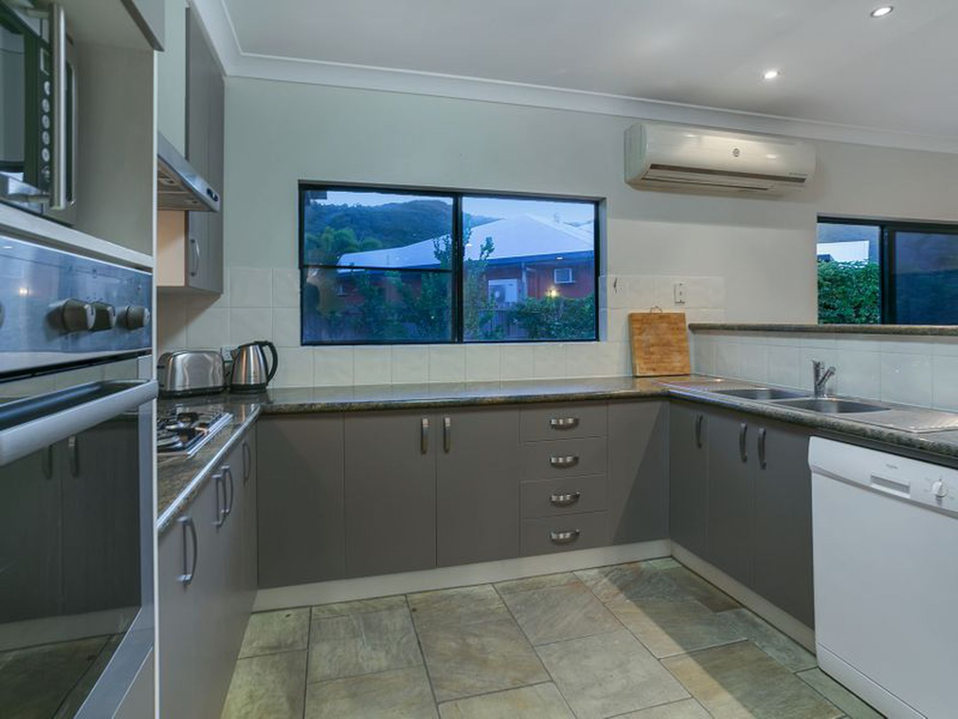 12 Bramble Street, Clifton Beach