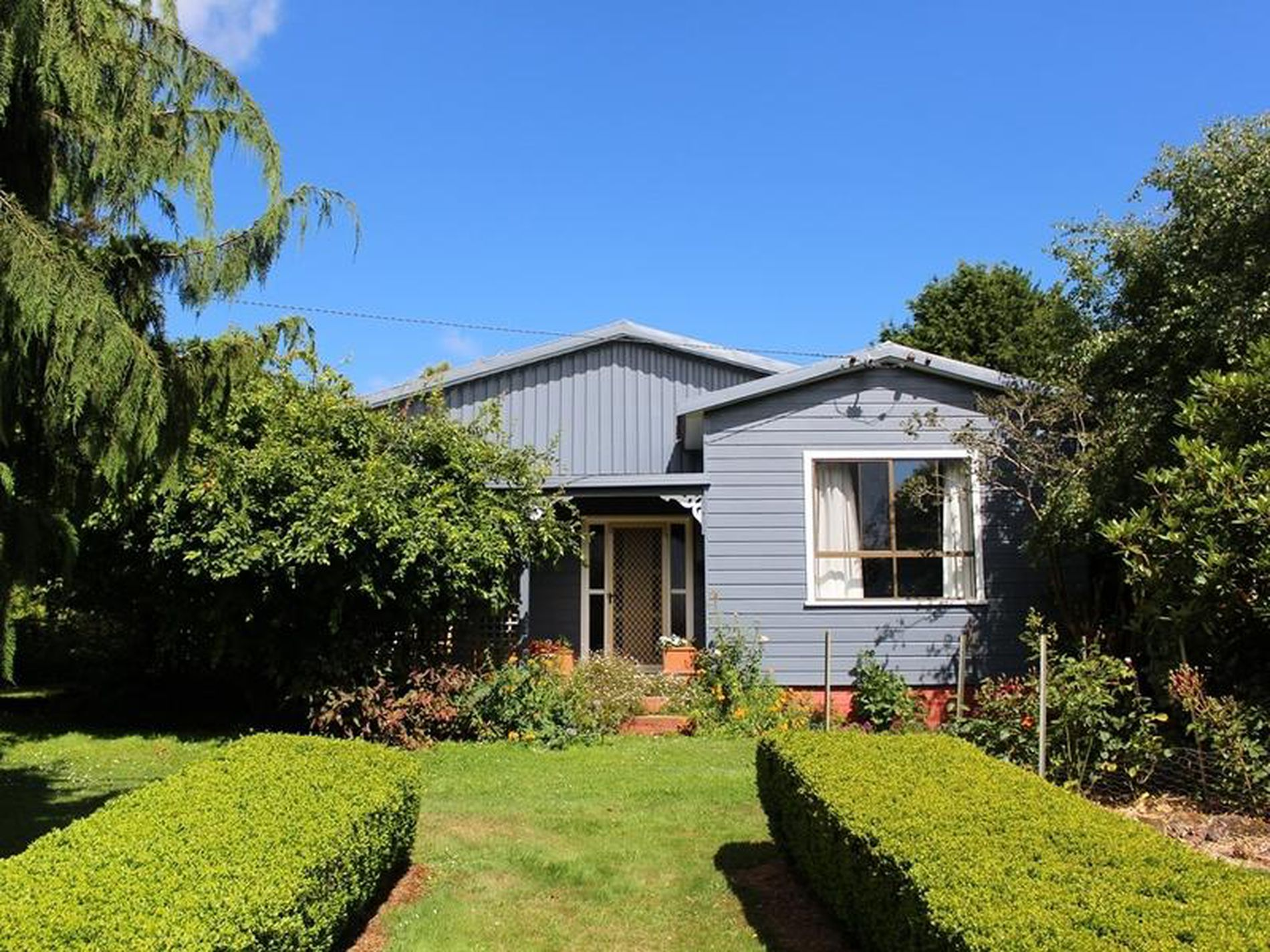 1119 South Road, Lileah