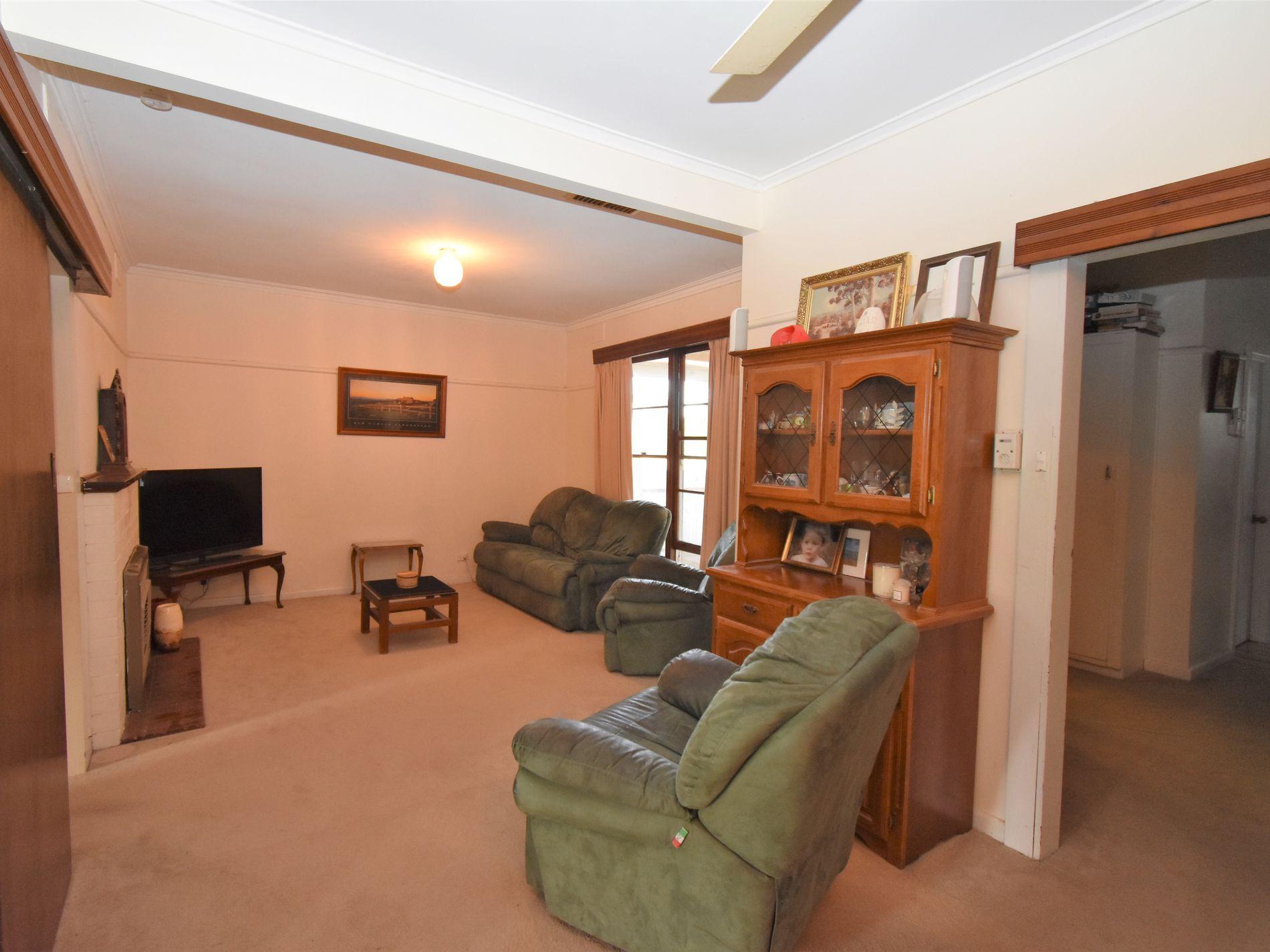 24 BATCHELOR CRESCENT, Wangaratta