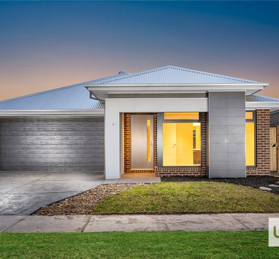 37 WINCHCOMBE WAY, Cranbourne North
