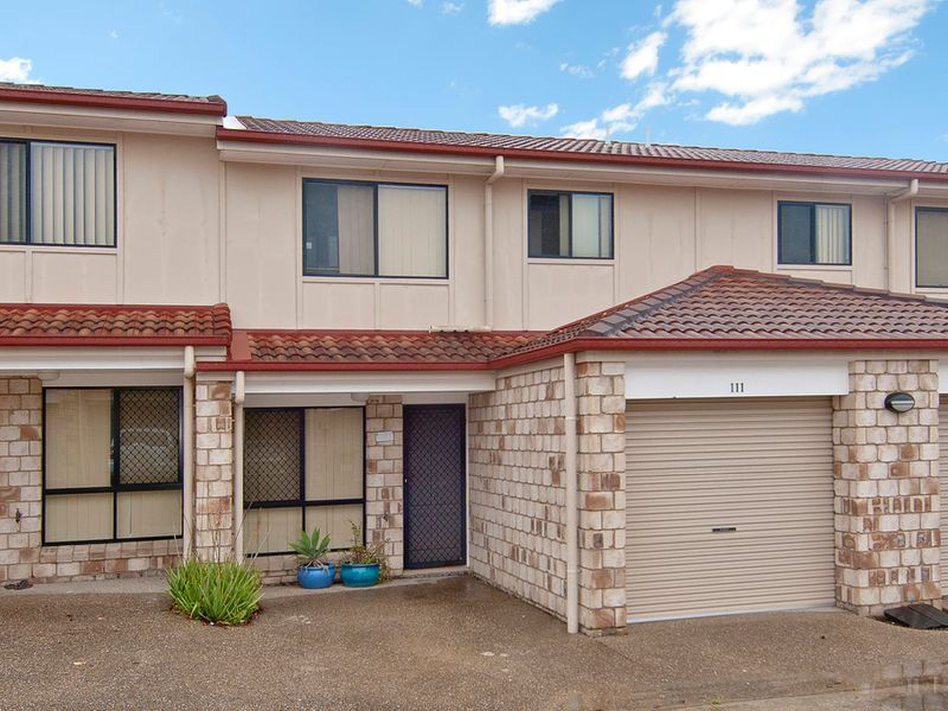 111 / 18 Loganlea Road, Waterford West