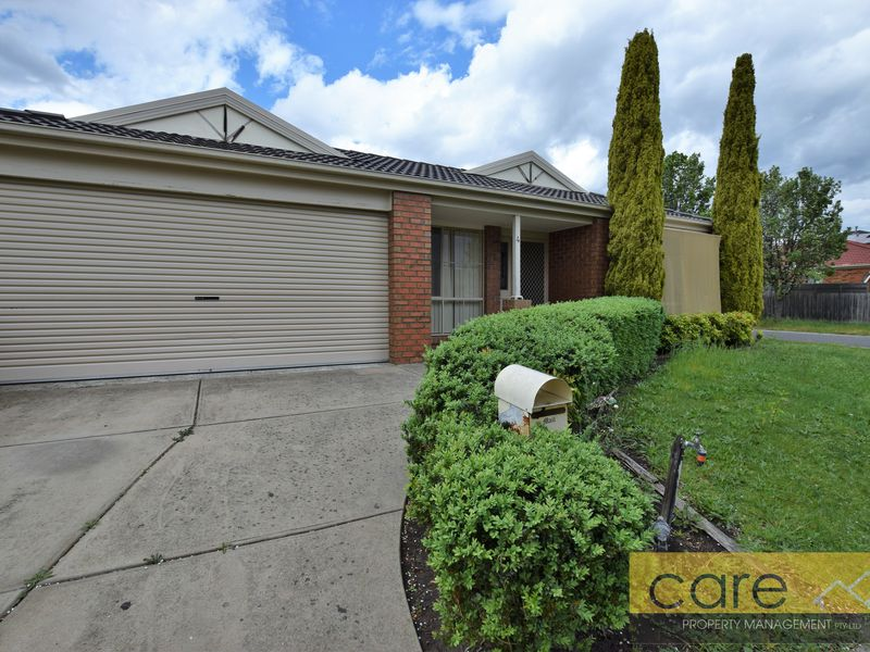 4 MIDDLEHAM CLOSE, Cranbourne West