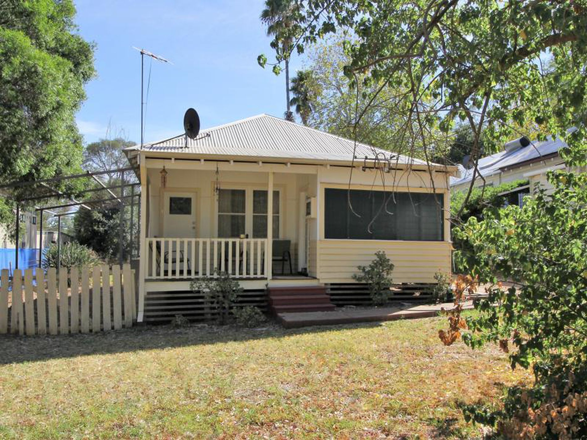 196 Swan Street West, Guildford