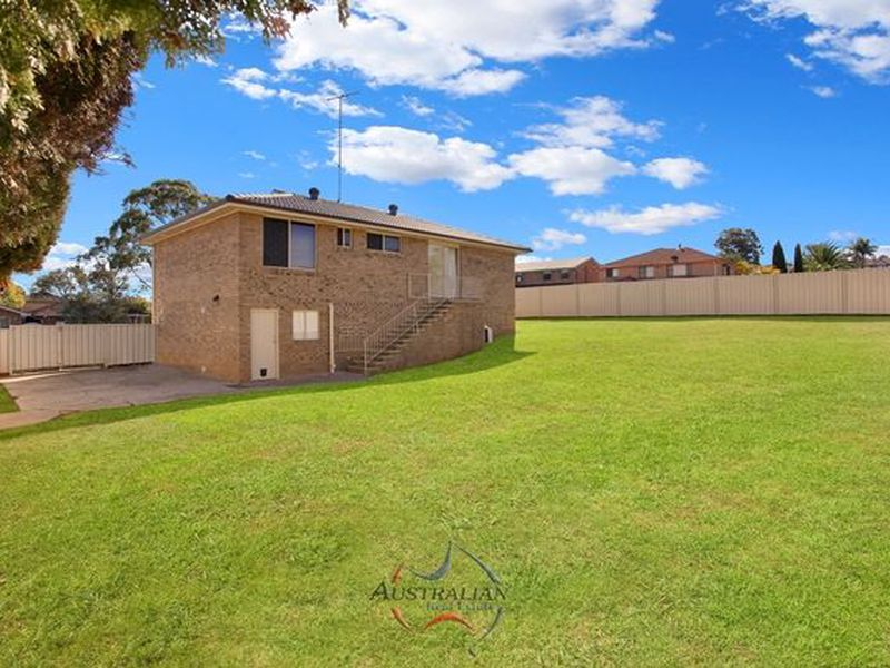 2 Barrallier Way, St Clair