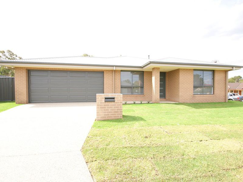 4 Ellora Court, Lavington