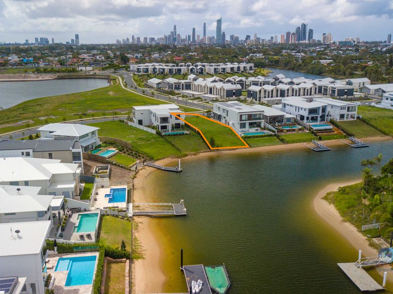 28 Lakeview Boulevard, Mermaid Waters