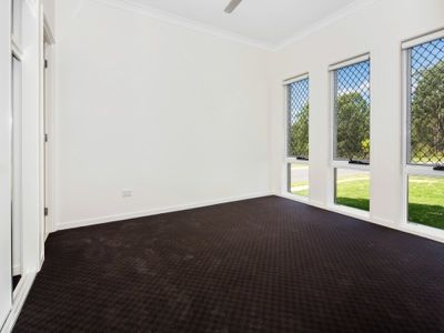 1 / 5 Catchlove Crescent, Augustine Heights