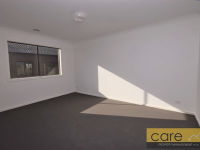 85 DARTMOOR DRIVE, Cranbourne East