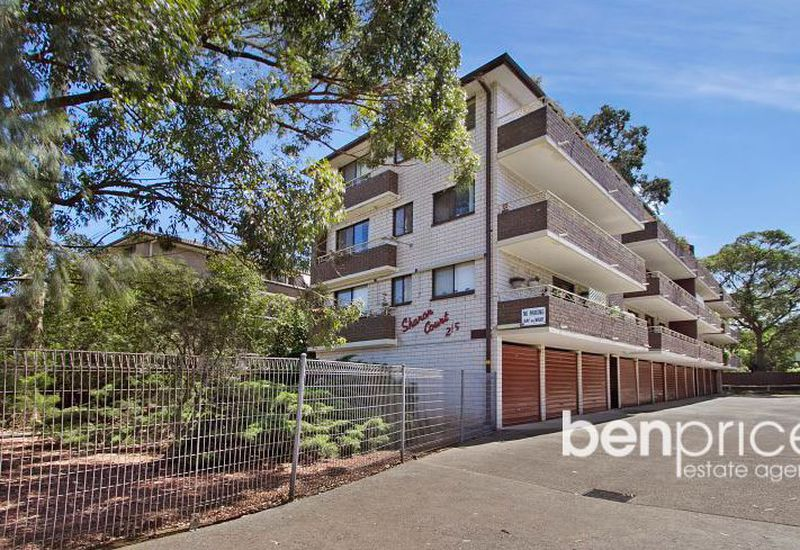 4 / 215 Derby Street, Penrith