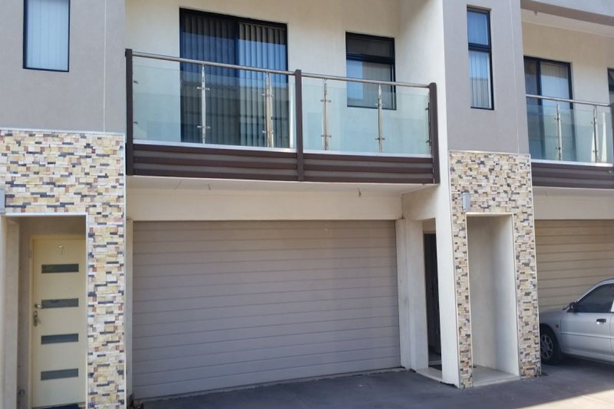 3 bedroom town house with air conditioning