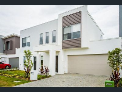 33 Azure Way, Hope Island