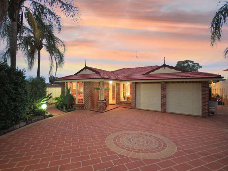 14 Diamantina Close, St Clair