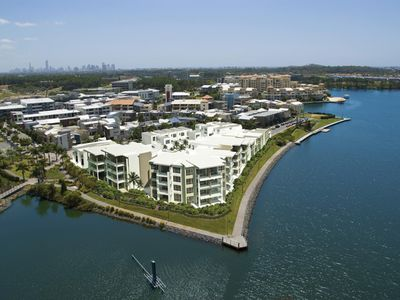 5 / 1 Moores Crescent, Varsity Lakes