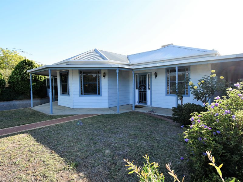 32 SIMPSON STREET, Oxley