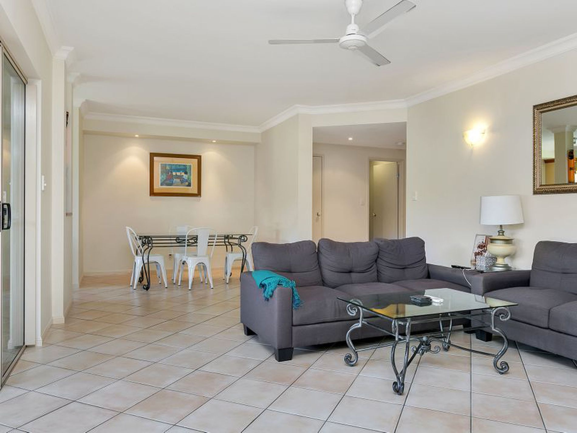 716 2 10 Greenslopes Street Cairns North