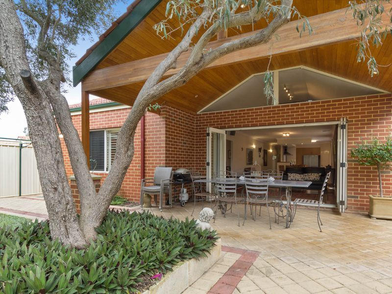 16b Birchwood Ave, Woodlands